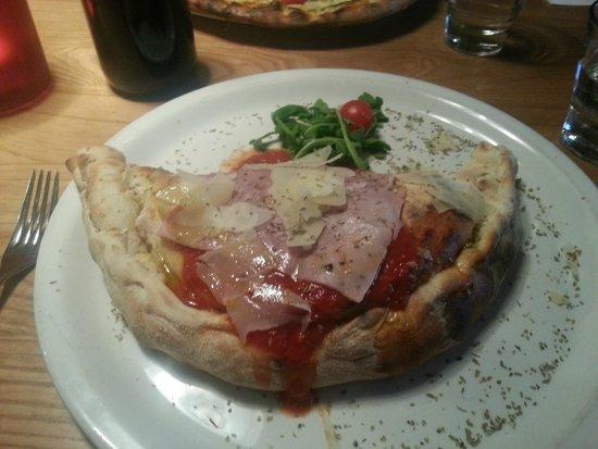 La Favorita Restaurant Leith Walk: Meat Calzone