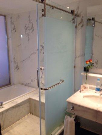 The Royal Savoy Sharm El Sheikh: Bathroom