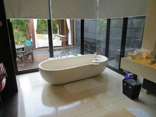 W Bali - Seminyak: 1 bed villa bathroom