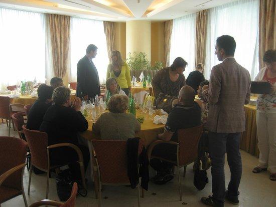 Hotel Antonella: Con gli amici al ristorante