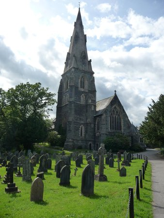 Easedale Lodge: Church opposite