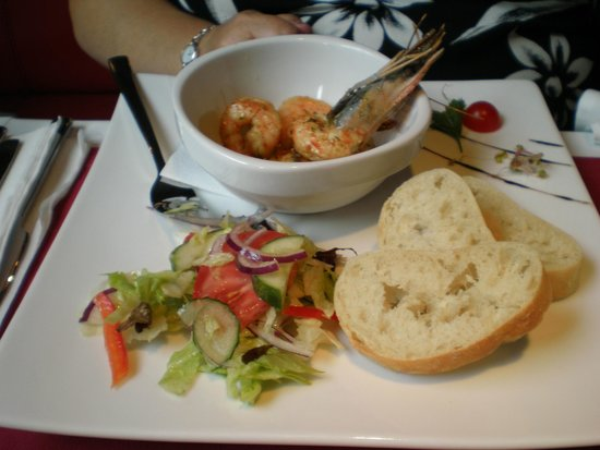 Trezo Restauracja : Chilli Tiger Prawns with warm homemade house bread...devine !