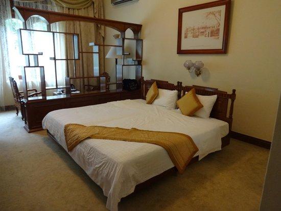 Hotel Continental Saigon : Chambre spacieuse