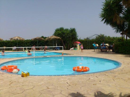 Roselands Hotel Bungalows: kiddies pool