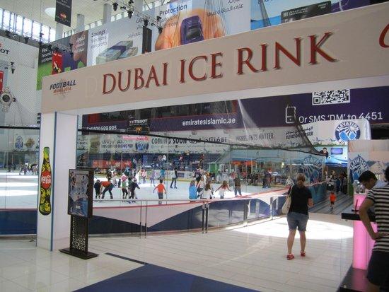 The Dubai Mall : Dubai ice rink in Dubai mall