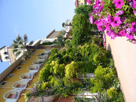 Grand Hotel Gardone Riviera : the outside is just as beautiful