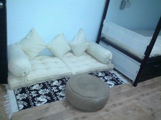 Jugaadus' Eco Hostel: Seating inn the room
