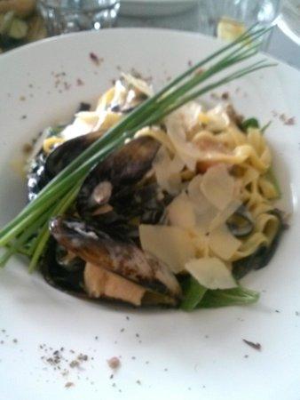 Diosmos & Kanella: μακαροναδα με θαλασσινα