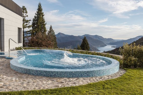 Kurhaus Cademario Hotel & Spa: Outdoor Pool