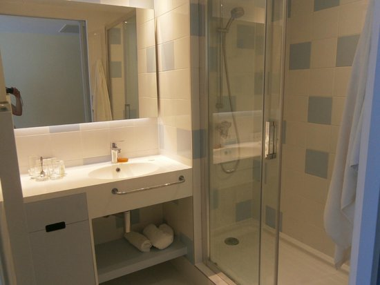 Solaris Kids Hotel Andrija: The bathroom (no bath, but great sized shower)