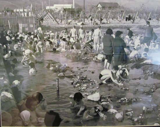 Kanpo no yado Isawa: Beginning of the onsen (an old photo exhibited in the hotel hall)