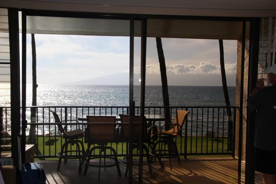 Aston at Papakea Resort: perfect for any meal or just sit and watch/enjoy views