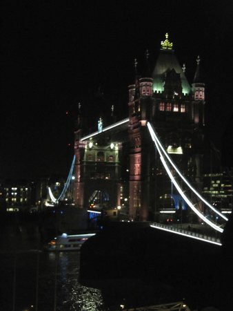 Grange Tower Bridge Hotel: View from the bedroom