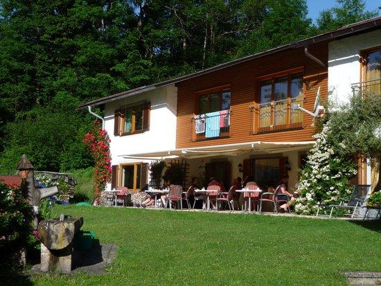 Tourist Hotel Boehm: Гости завтракают