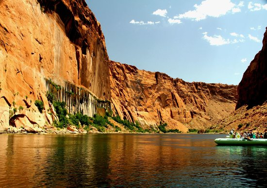 Colorado River Discovery : Relaxing Colorado River Rafting Trip