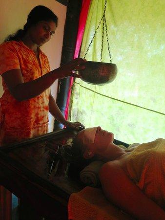 Eva Lanka Hotel: Ayurveda, Shirodara masaje al 3 ojo