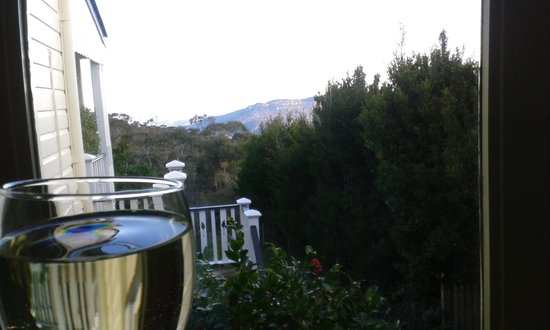 moments Mountain Retreat: Having a glass of the finest with a fine view from our balcony