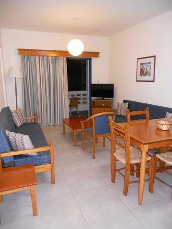 Damon Hotel Apartments: Living room/dining room of a one bedroom apartment