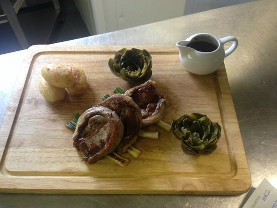 Sturmer, UK: Lamb with minted artichok