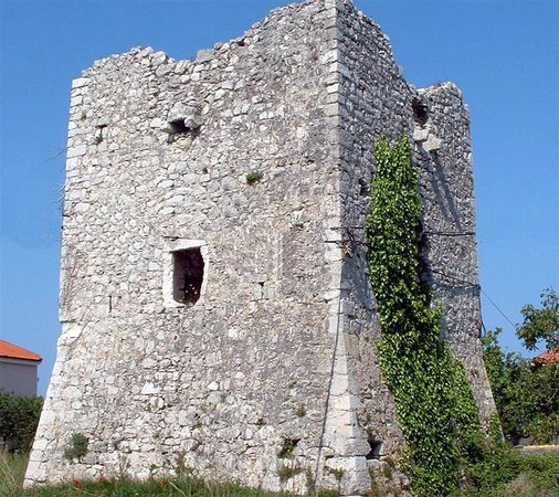 Zaton, Croatie : Tower Kaštelina was constructed, according to the inbuilt sign on latin language and the emblem.