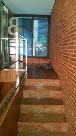 Hotel Granados 83: Augang zum Patio mit Blick auf das Hautbebäude
