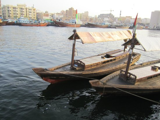 Dubai Creek : Local boat on the creek