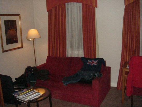 The Park Lane Sheraton Hotel: recanto de estar do apartamento