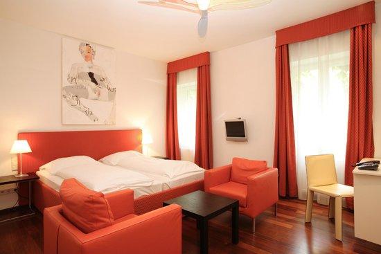 Hotel KUNSThof: Doppelzimmer mit Gartenblick