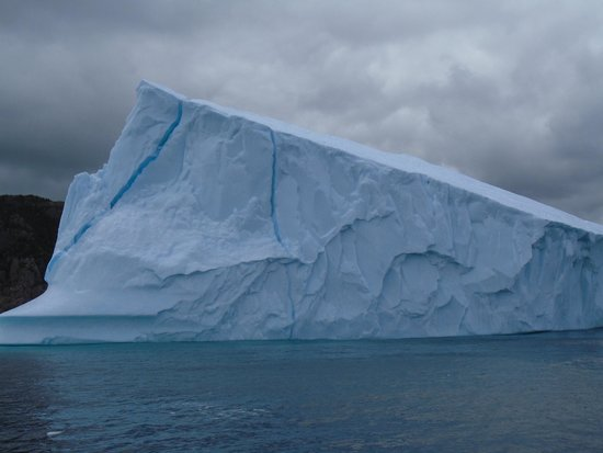 Iceberg Quest Ocean Tours: Berg Shot.