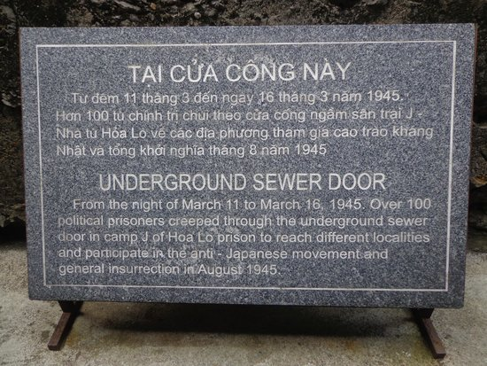 Prisión de Hoa Lo: The sewer door where the prisoners escaped through