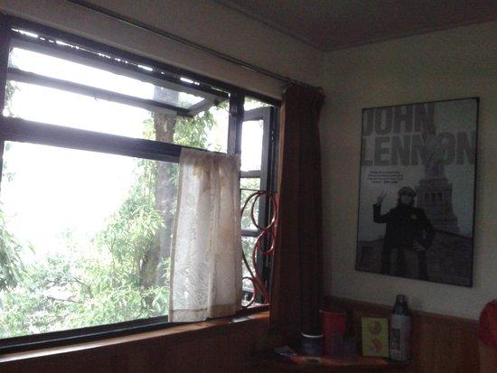 Revolver: Room : John