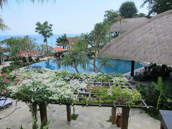Sudamala Suites & Villas Senggigi: Pool View from our room