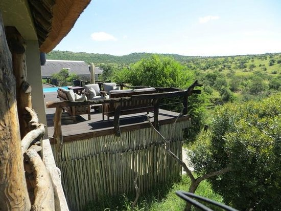 Lions Valley Lodge: Main area - apparently elephants come up to edge sometimes