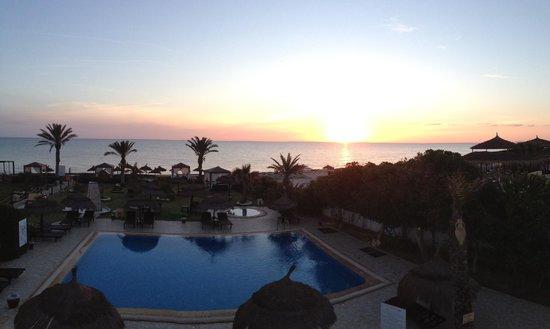 Hotel Dar El Bhar: Levée du soleil vue de la suite FATOU