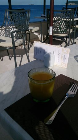 Ariston Hotel: Breakfast by the sea