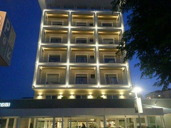 Ambasciatori Hotel: facciata vista mare