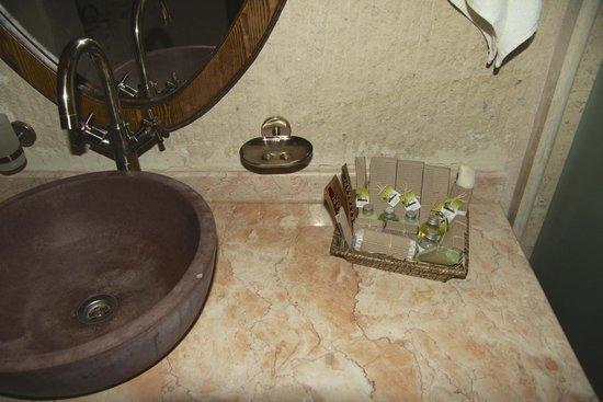 Kayakapi Premium Caves - Cappadocia: Amenities in bathroom