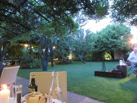 Il giardino interno foto di albergo ristorante - Il giardino di mezzanotte ...