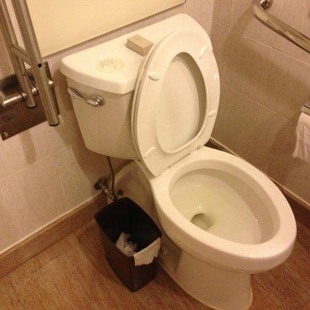 Hotel Jen Hong Kong : Toilet seat