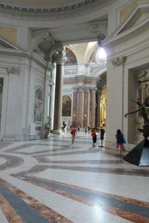 Basilica di Santa Maria degli Angeli e dei Martiri : Entrance