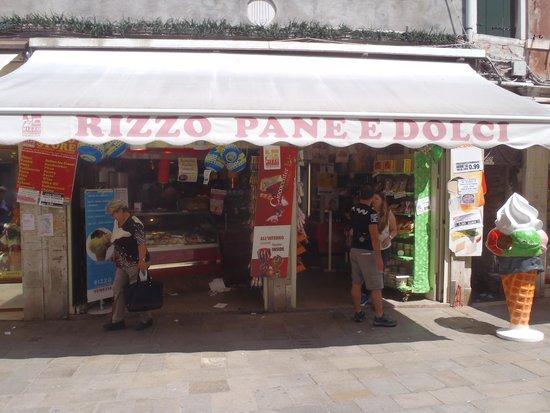 Ai Mori d'Oriente Hotel: Little market near the Hotel