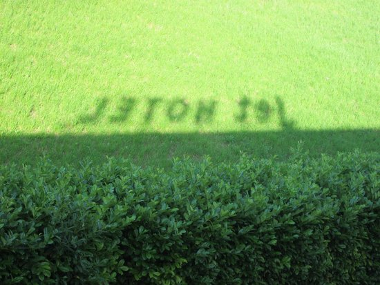 Jet Hotel : L'ombra dell'insegna