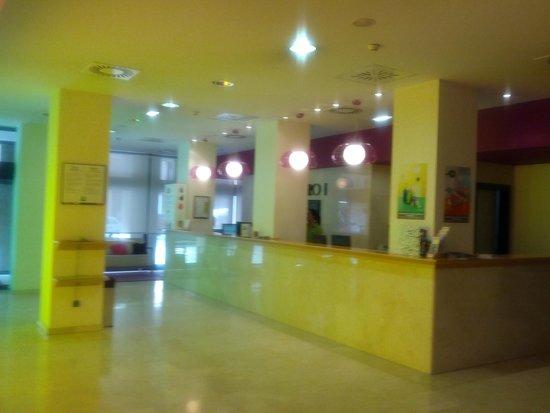 Hotel Ibis Styles Ramiro I: Фойе