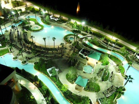 Hilton Orlando Bonnet Creek: Pool by night