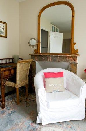 La Roseraie: Chambre Balcon/The Balcony Room