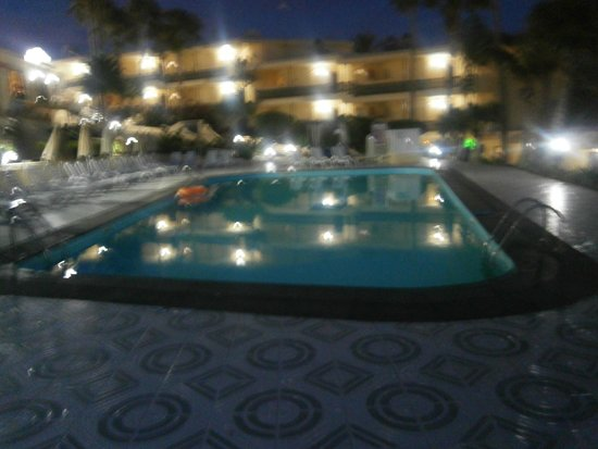 LABRANDA El Dorado: Pool at night