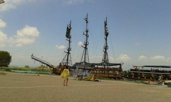 Palmeras Beach Hotel: Экскурсия на пиратской яхте