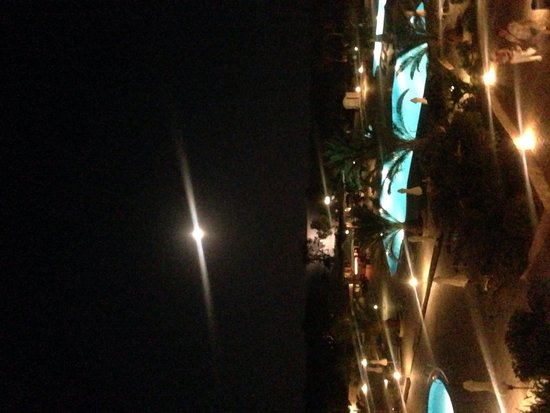 Santo Miramare Resort: View of the pool at night
