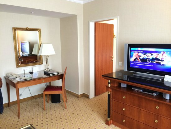Prague Marriott Hotel : Living Room 2