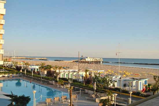 Miramare Hotel & Spa: Morning view from a first floor room with a view on the SeaSide